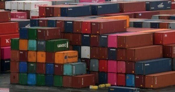 Làn sóng hàng nhập khẩu châu Á tràn vào nhiều cảng của Mỹlàm tăng thêm chi phí