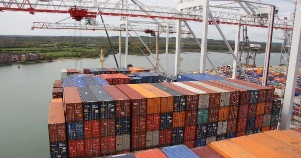 Có đến 37% container hàng hóa trên thế giới bị 'rớt tàu' phải nằm chờ tại cảng