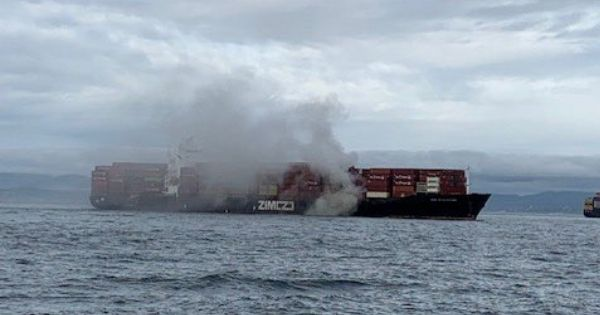 ZIM Kingston vessel caught fire near Victoria, BC, Canada after losing many containers