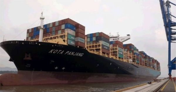 Kota-Panjang-Neo-Panamax-vessel