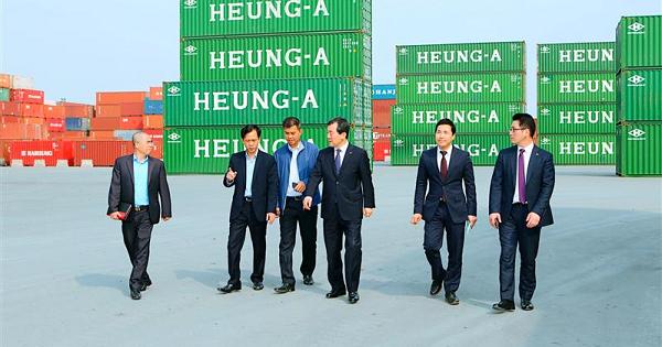 Phó chủ tịch Heung A ghé thăm Cảng Hải Phòng