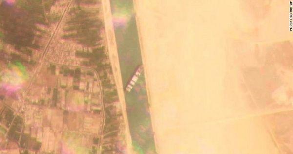 Tàu container Ever Given nằm chắn ngangkênh đào Suez