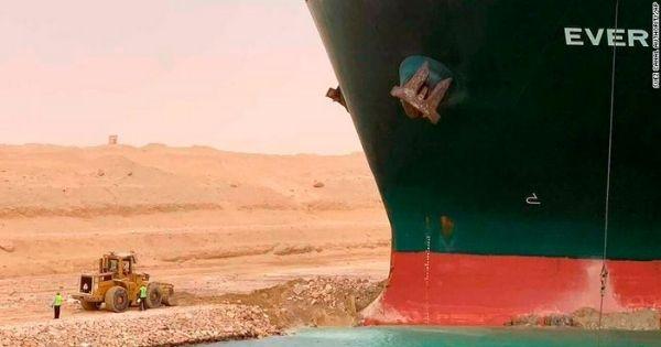 tau-container-Ever-Given-mac-can-tai-kenh-dao-Suez